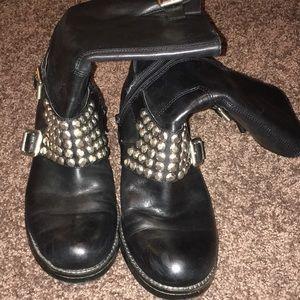 BCBG moto studded boots black 6